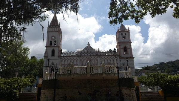 Iglesia de San Pedro desde la plaza
