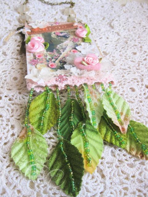 Handmade vintage style tag with vintage girl and flowers by Ingeborg van Zuiden Weijman