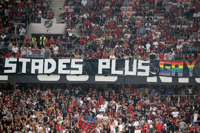 Luta contra a homofobia! Futebol abraça causa gay e mais um jogo é paralisado para acabar com ofensas