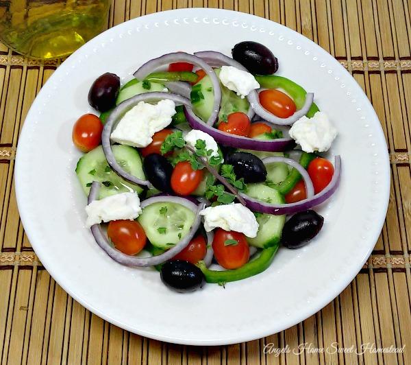 Home Sweet Homestead: Greek Salad (Horiatiki Salata)