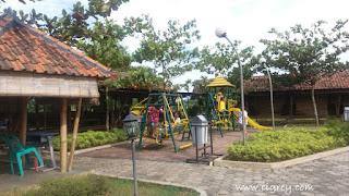 Menikmati Saung Apung di Harvest City Cibubur