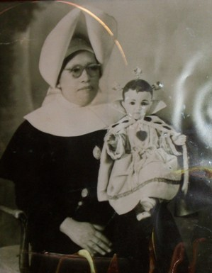 La madre María del Carmen, acompañada del Santo Niño de Tepeaca
