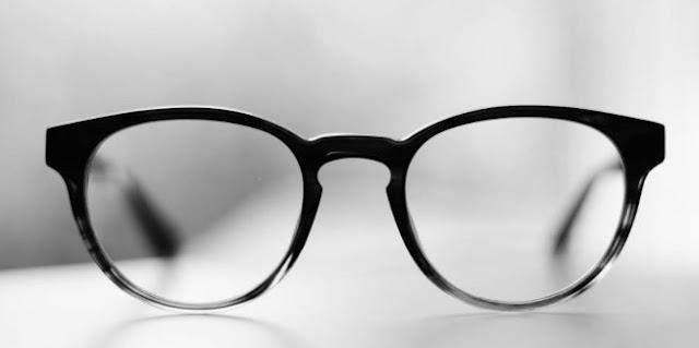 Tips Memilih Bingkai Kacamata Sesuai Karakter