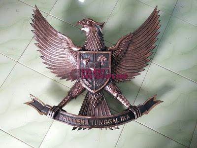 Patung Garuda Tembaga Kuningan