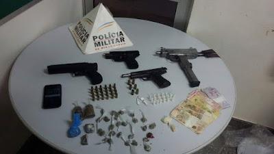 Forças Policiais - Armas, drogas e simulacros apreendidos