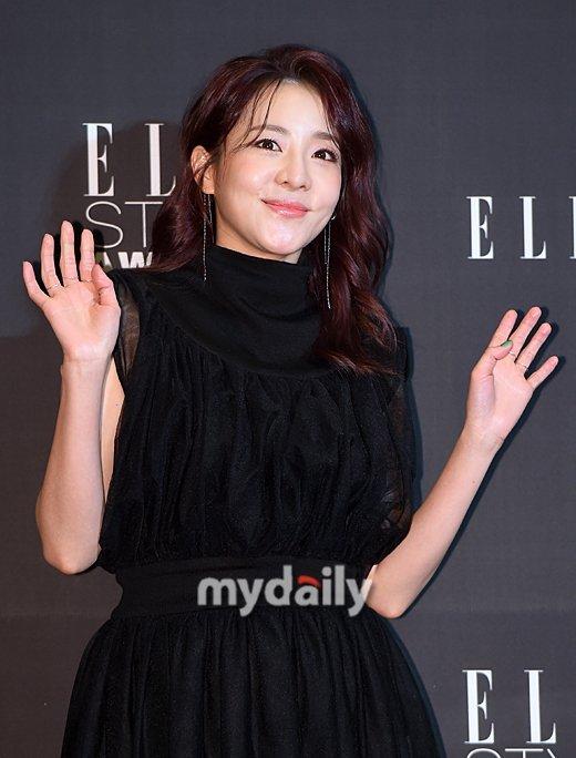 Dara 'Video Star'ın sabit sunucusu olarak seçildi