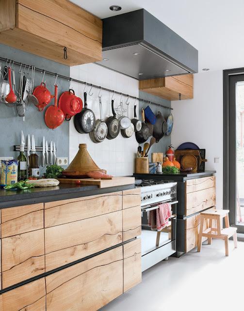 6 mẫu phòng bếp chứng minh nội thất gỗ không lỗi thời
