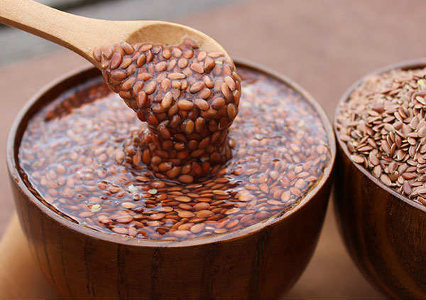 flaxseeds soaked in water for breast size reduce