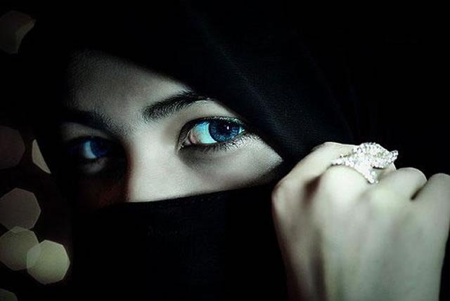 Cinta dan Rindu: Wahai Kaum Wanita,..! inilah Hukum Bercadar Bagi Wanita Muslim