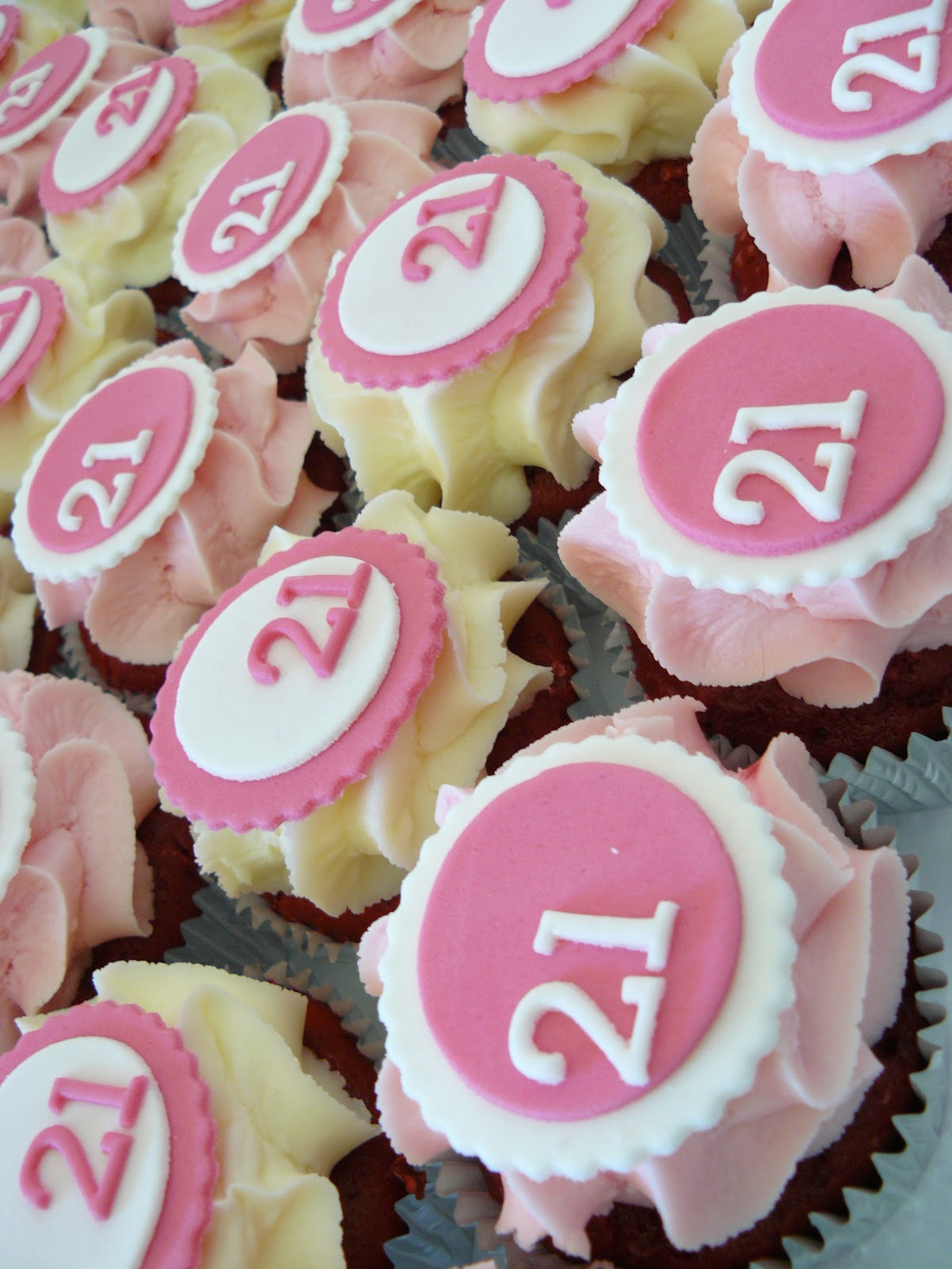 The Cup Cake Taste - Brisbane Cupcakes: 21st Birthday Cupcakes