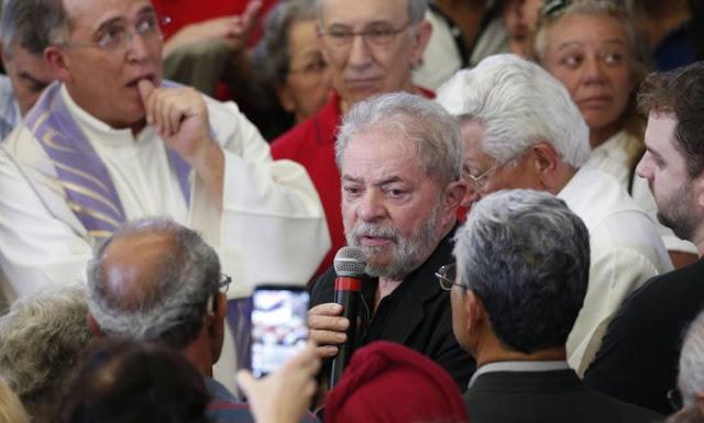 """Comício no velório assusta Augusto de Franco: """"Só um psicopata teria coragem de fazer o que Lula fez hoje"""""""