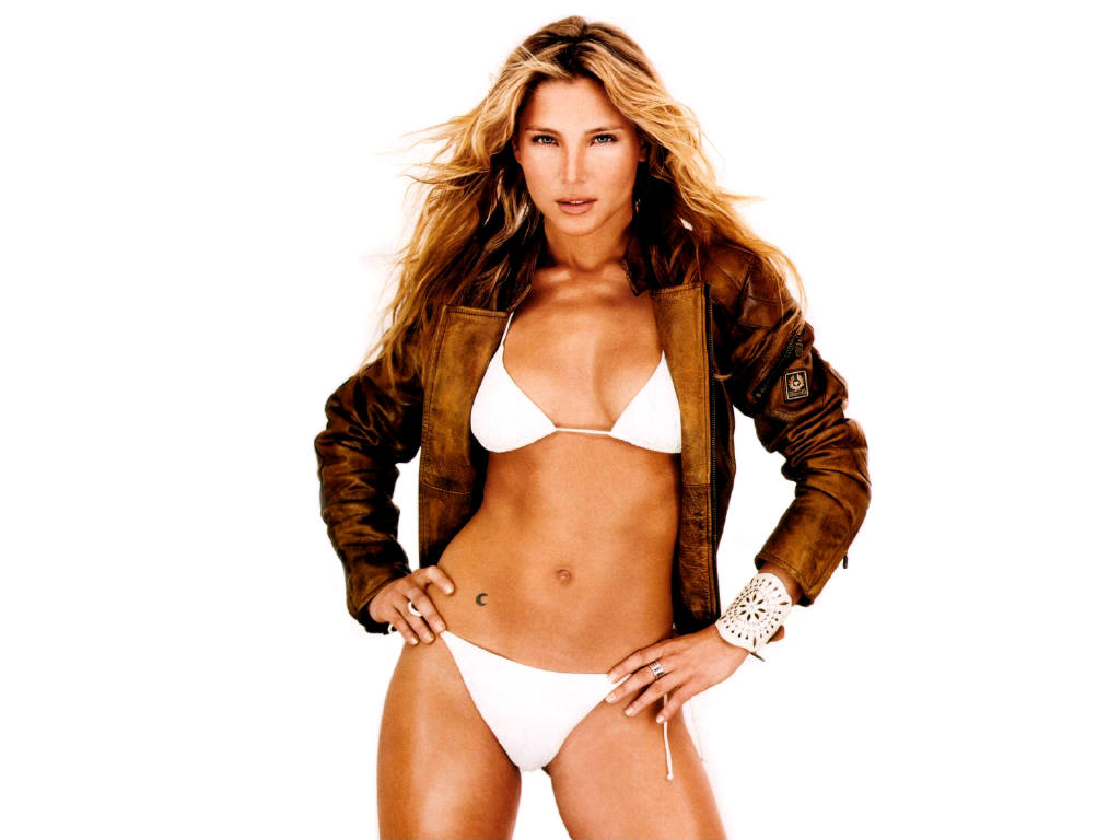 Hollywood Actress Elsa Pataky In Hot Bikini Photos