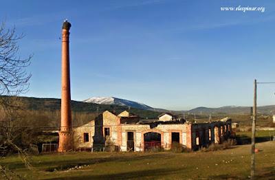 La Torre de la Cigueña o Chimenea del Aserradero. La Estación