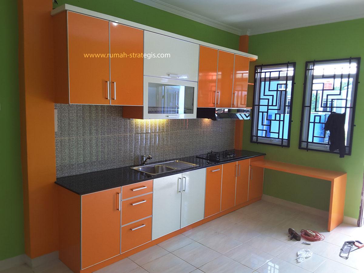Kitchen set ibu melisa ceria dengan warna orange