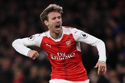 Thất thế ở Arsenal nhưng Monreal vẫn được La Liga săn đón