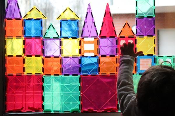 jouer avec des playmags sur une fetêtre