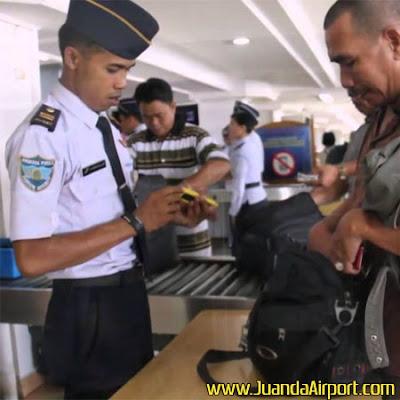 AVSEC Bandara Juanda 'Panen' Gunting dan Alat Cukur Milik Penumpang