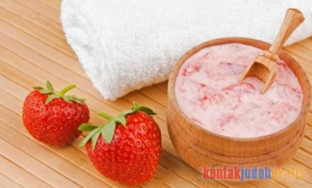 buah Stoberi dan Yogurt untuk memutihkan kulit.
