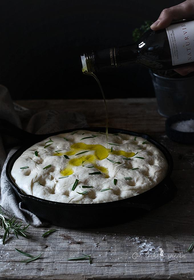 Focaccia de romero y aceite de oliva virgen extra receta facil