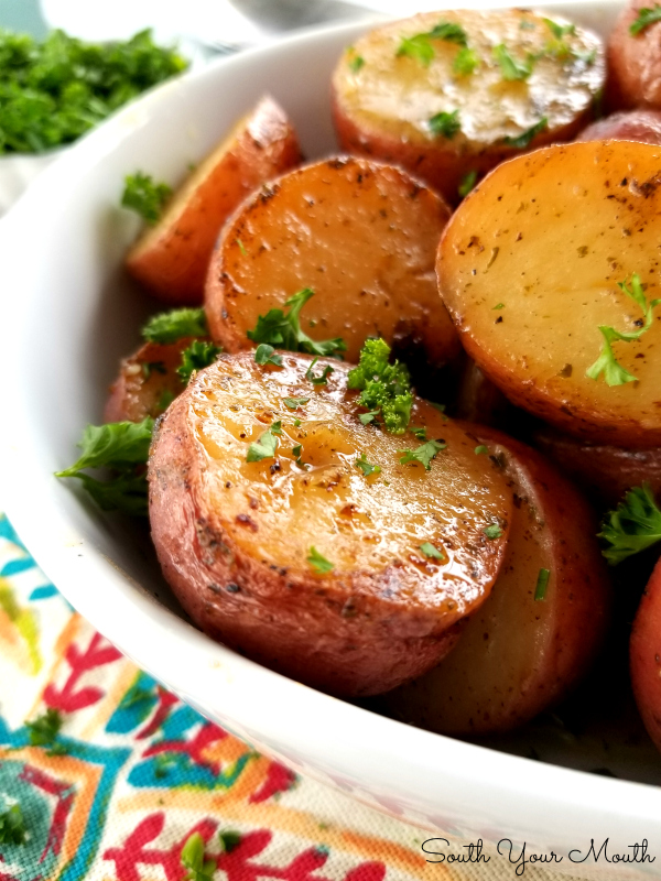 Slow Cooker Ranch Roasted Potatoes | Super easy crock pot recipe for new potatoes using ranch dressing mix