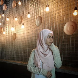 Lirik : Aisya Hasnaa Feat. Waris - Kan Bersamamu