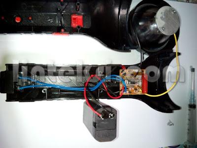 memperbaiki-baterai-senter-atau-lampu-cas