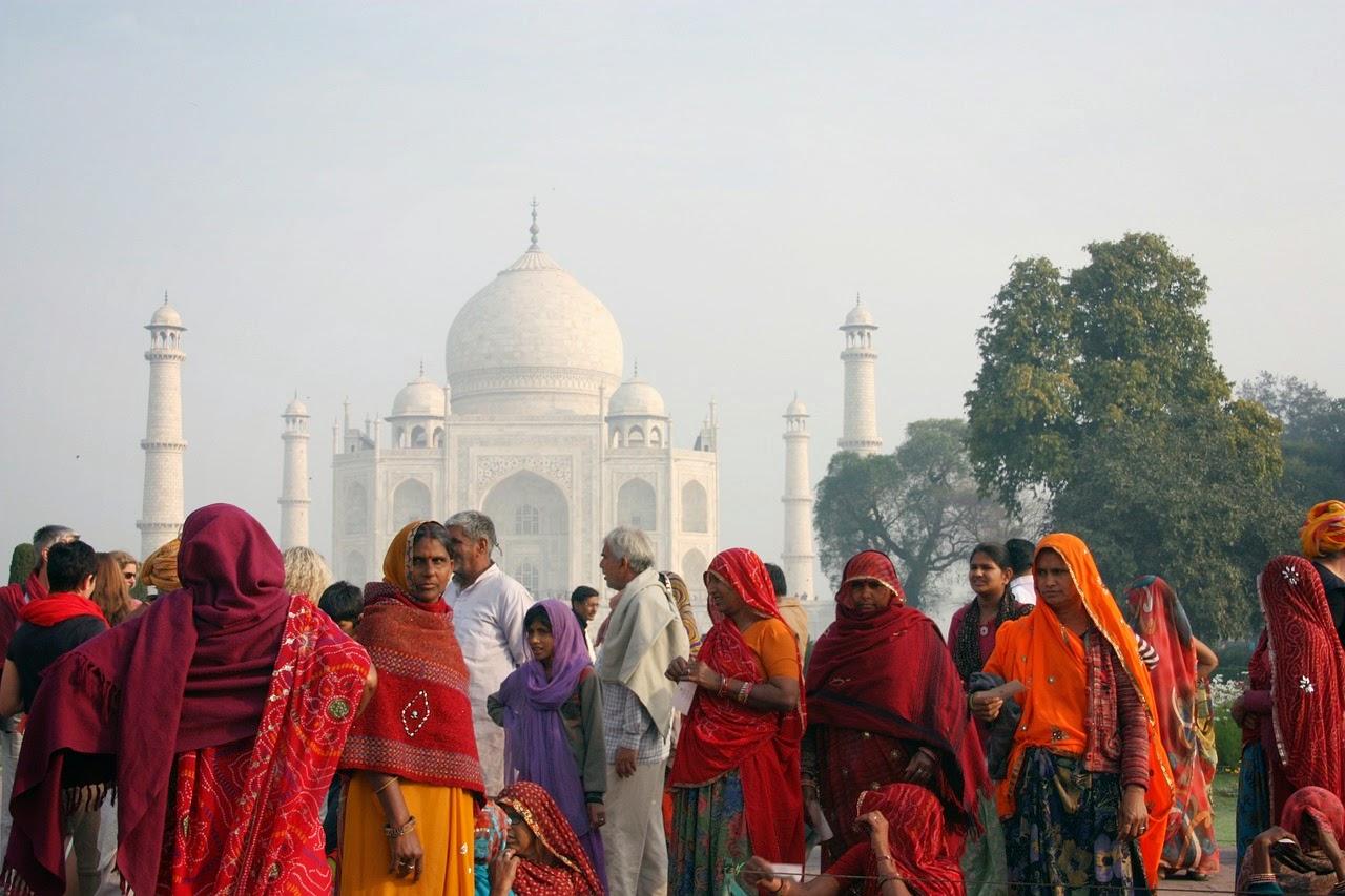 cultura indica- mujer usando el traje tradicional indu