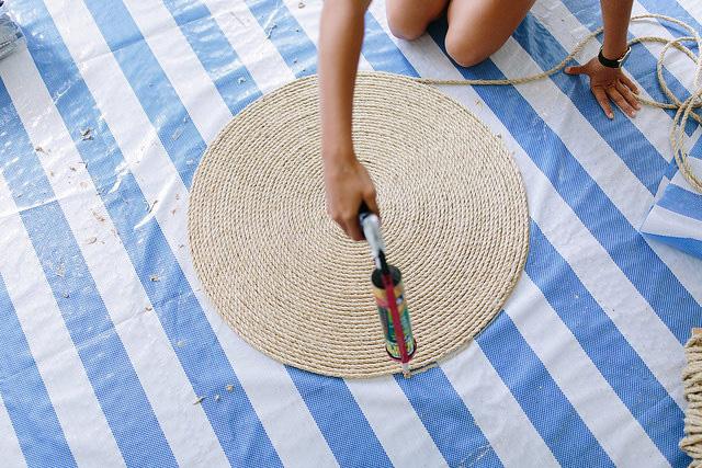 Diy alfombra redonda de fibra natural la garbatella - Alfombras de canamo ...