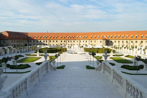 bratislava château jardin baroque