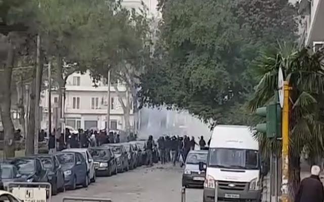 Τώρα πεδίο μάχης το κέντρο της Θεσσαλονίκης,συμπλοκές οπαδών! (ΒΙΝΤΕΟ)