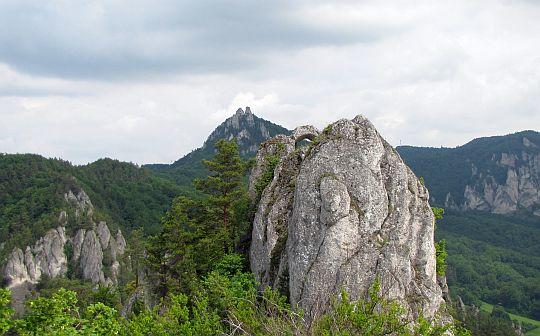 ...Roháč (803 m n.p.m.).