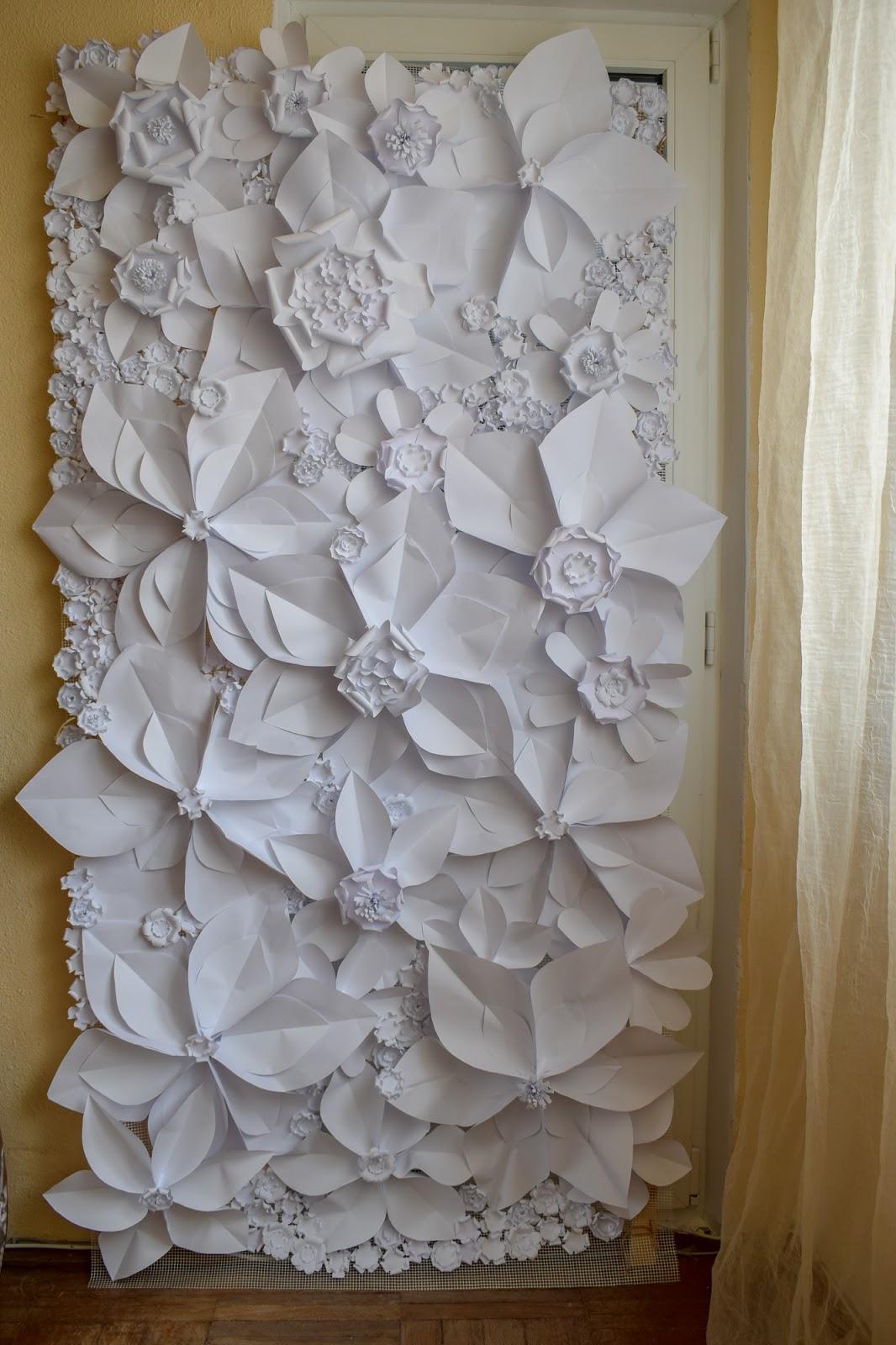 Panou cu flori de hartie de inchiriat
