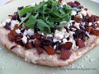 Ατομική πίτσα με καραμελωμένη κολοκύθα, φέτα και ρόκα - by https://syntages-faghtwn.blogspot.gr