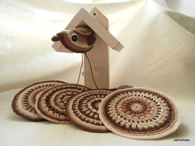 odnowa drewnianego karmnika dla ptaków