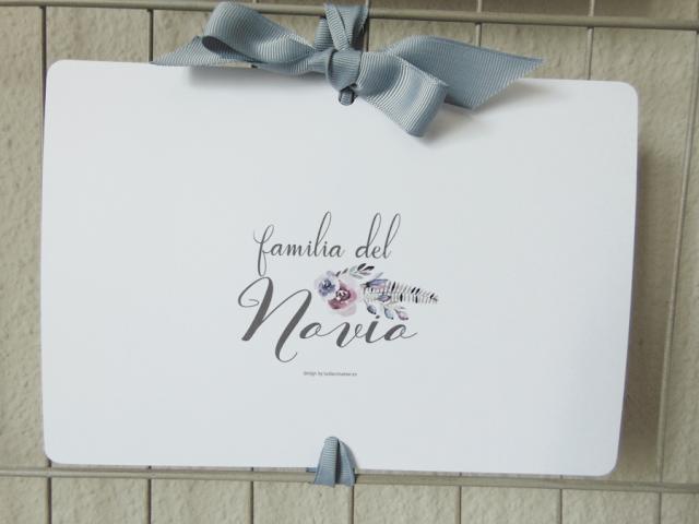 Bonito cartel decorado con lazo para reservar los asientos a la familia del novio, se puede descargar e imprimir gratis