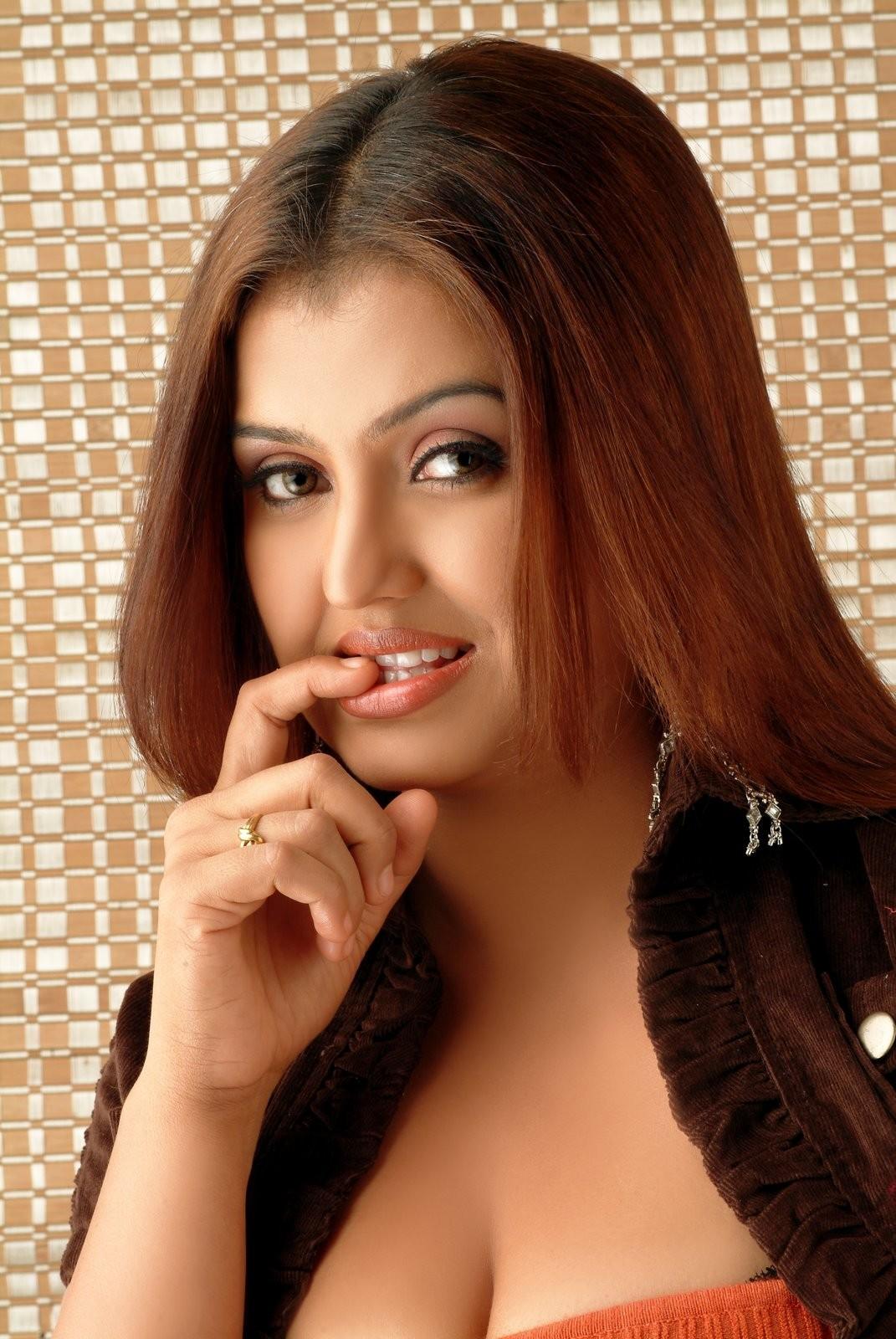 Latest Movie Masala Sona Latest Cleavage Show Photoshoot -6272