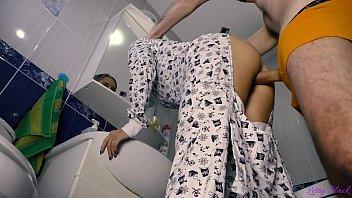 Rapidito Con Jovencita En Pijama Termina Con Oral