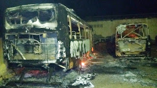 Em Pedra Lavrada, dois ônibus escolares pegam fogo e Prefeitura vê ato criminoso