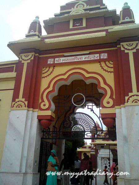The main gate of the Gita Mandir premises, Mathura Vrindavan