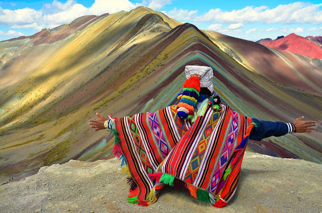 Observando la Montaña de los 7 Colores
