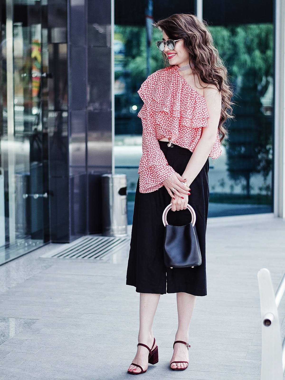 diyorasnotes diyora beta fashion blogger style outfitoftheday lookoftheday one shoulders blouse culottes curly hair