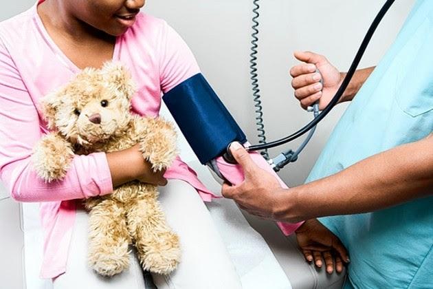 La presión arterial alta también puede afectar a los niños..