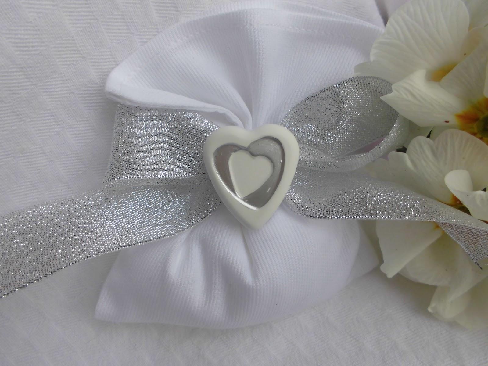 Bomboniere ricamate di sara bomboniera nozze d 39 argento for Bomboniere per i 25 anni di matrimonio