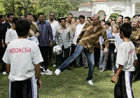 Informasi Fluoride: Zidane di depan istana presiden