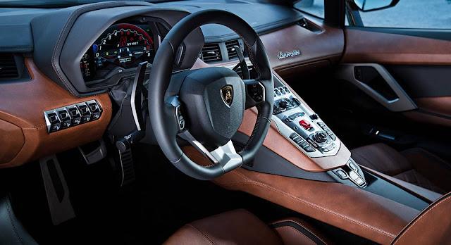 2017 Lamborghini Avantador S - cockpit