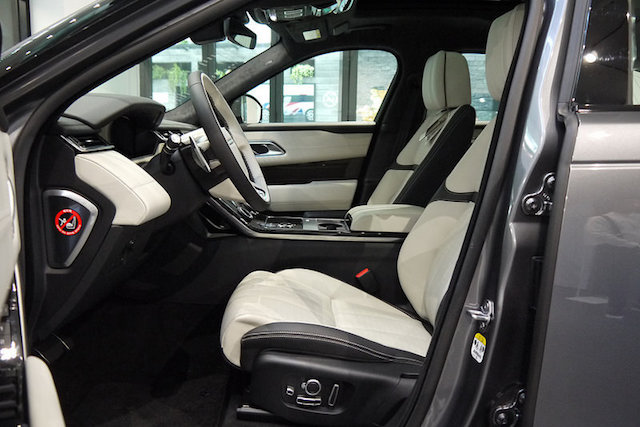 Giá Xe Range Rover Velar First Edition Corris Grey (Màu Xám)