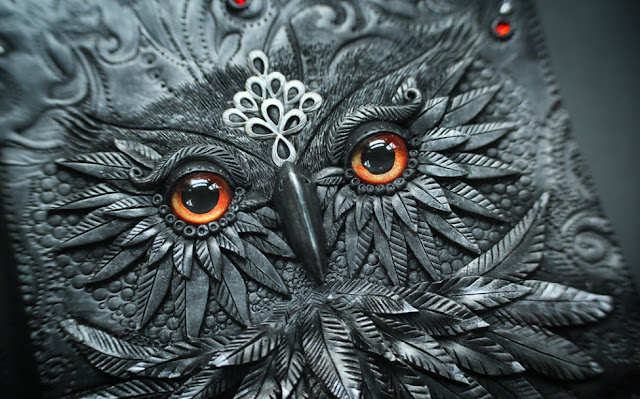 Artista da Letônia explora um mundo fantástico para criar incríveis capas de livros