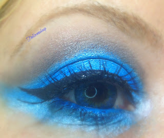 eye_makeup_look_solid_turquoise
