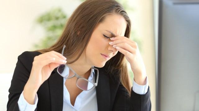 Inilah Penyebab Sebagian Besar Wanita Sakit Kepala Saat Menstruasi
