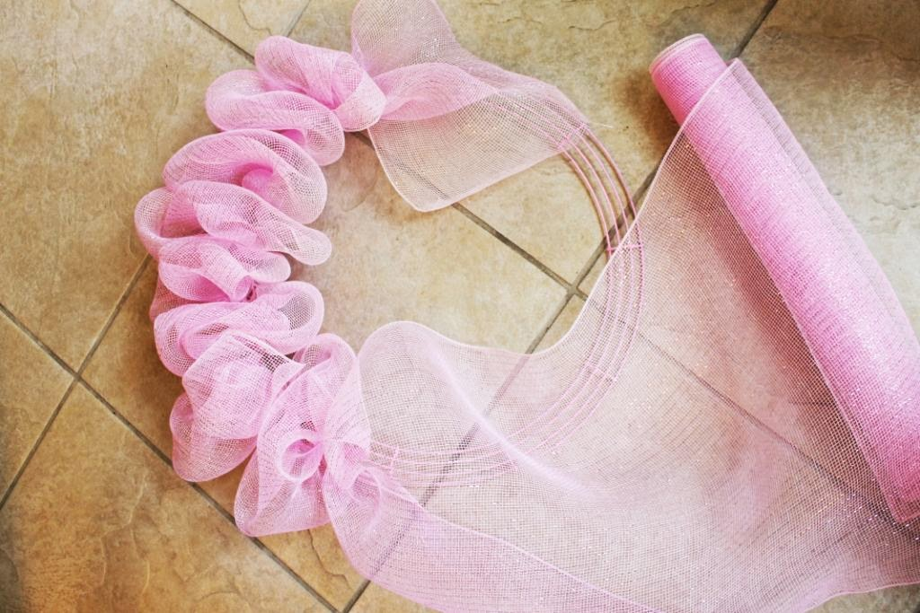 how to make a deco mesh ruffle wreath miss kopy kat. Black Bedroom Furniture Sets. Home Design Ideas